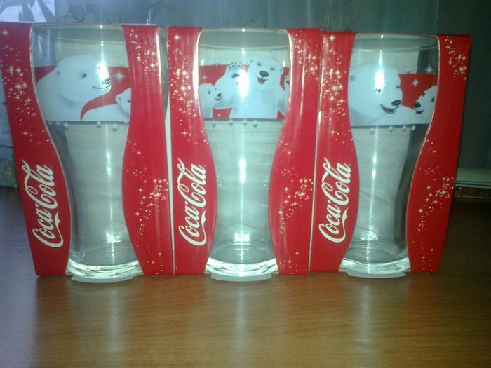 Пункт выдачи стаканов кока-кола 2015 в старом осколе